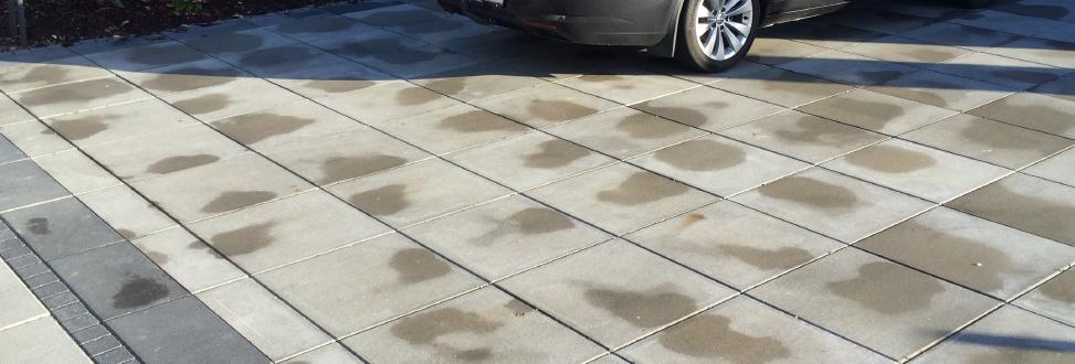 Belægning Holbæk, Odsherred, bil parkeret på fliser