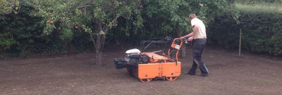 Anlæg af græsplæne Holbæk, Odsherred, jord forberedes til græs såning