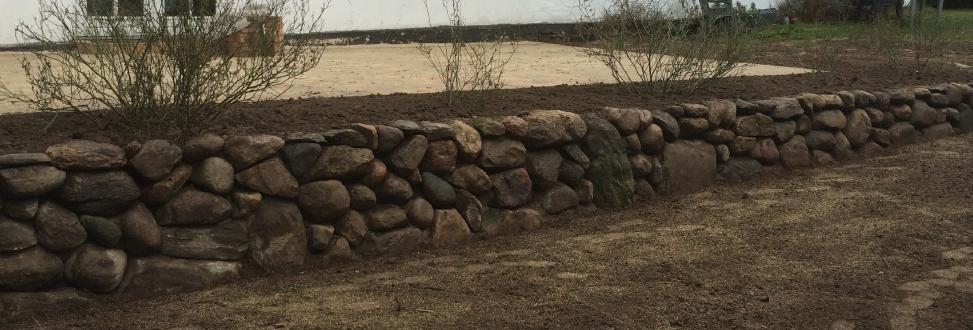 Støttemur Holbæk, Odsherred, mur af store sten